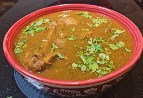 Onion tomato based basic chicken curry